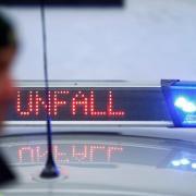 Nach einem Unfall bei Adelsried sucht die Polizei nach Zeugen.