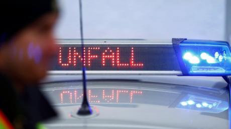 Unfall auf der A9 bei Ingolstadt: Ein Sattelzugfahrer ist einem anderen Lkw aufgefahren.