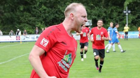 Markus Gärtner brachte den TSV Meitingen beim 4:2-Sieg in Nördlingen mit einem Kopfball in Führung. Rechts der zweifache Torschütze Denis Buja.