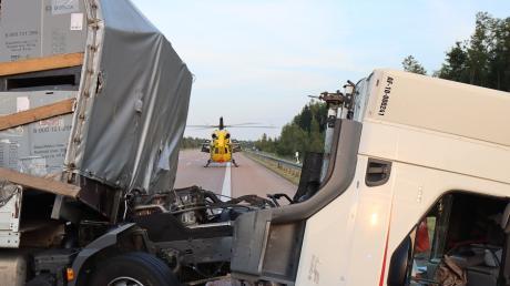 Zwei schwere Unfälle hat es am Montag auf der A8 zwischen den Anschlussstellen Burgau und Zusmarshausen in Fahrtrichtung München gegeben.