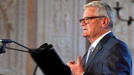 Der frühere Bundespräsident Joachim Gauck - hier bei der Eröffnung des Augsburger Friedensfests 2019 im Goldenen Saal - kommt am 15. Oktober nach Günzburg.