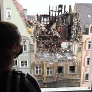 Nach dem verheerenden Brand in der Karolinenstraße ist von dem 400 Jahre alten, denkmalgeschützten Gebäude nicht mehr viel übrig, die Mieter stehen vor dem Nichts.