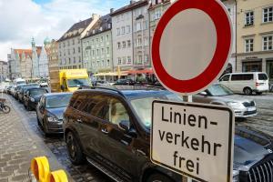 Die Maxstraße in Augsburg soll für zwölf Monate vom Autoverkehr befreit werden.