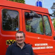 Fast auf den Tag genau blickt die Werkfeuerwehr des Bezirkskrankenhauses Günzburg auf ihr 100-jähriges Gründungsjubiläum zurück. Kommandant Tobias Hupfauer ist seit 2016 im Amt.