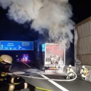 Dieser Anhänger hat am frühen Mittwochmorgen auf der Autobahn bei Adelzhausen gebrannt.