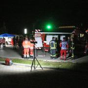 Mehr als 150 Einsatzkräfte machten sich am Donnerstagabend in Illertissen auf die Suche nach einer Vermissten. Die 90-Jährige wurde am frühen Morgen in Senden gefunden.