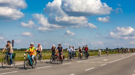 Über 100 Teilnehmerinnen und Teilnehmer machten mit bei der Radl-Demo. Sie signalisierten, dass sie für eine Verkehrswende und gegen die geplante Osttangente sind.