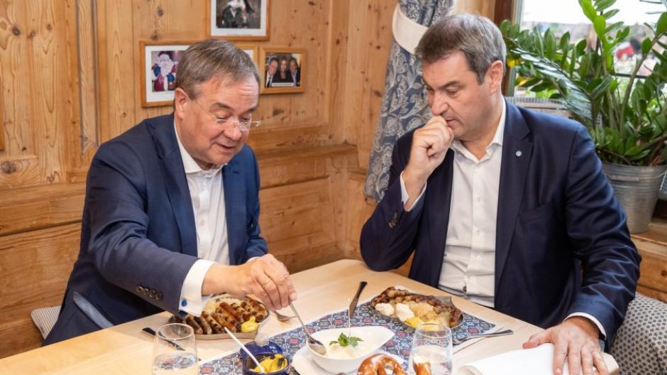 """Markus Söder hatte nach seiner Niederlage versprochen, Armin Laschet """"ohne Groll"""" als Kanzlerkandidat zu unterstützen."""