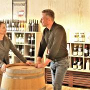 Jochen Seif und seine Frau Daniela führen in der Memmingerstraße in Weißenhorn das Weinfachgeschäft Weinheimat.