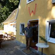 Im Juli hat Peter Großhauser die Walden-Kulturwirtschaft eröffnet und das große W leuchtete zum ersten Mal über der Eingangstür. Im Winter ist in Blankenburg geschlossen.