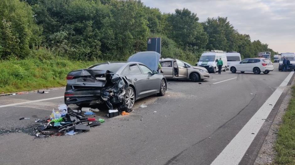 Bei dem Unfall auf der B17 bei Lagerlechfeld wurde eine 80-Jährige so schwer verletzt, dass sie noch an der Unfallstelle starb.