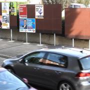 In Burgau gibt es an verschiedenen Stellen in der Stadt große Stellwände, an denen die Wahlplakate geklebt werden können. Damit sollen nicht gefühlt an jedem Laternenmasten Plakate zur Bundestagswahl hängen.