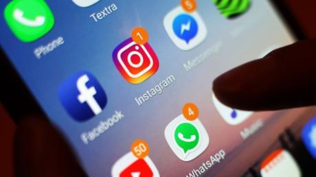 """""""Mama, mein Handy ist kaputt, hier meine neue Nummer"""" – solche Nachrichten sollten Empfängerinnen und Empfänger stutzig machen. Es können Betrügerinnen und Betrüger dahinterstecken."""