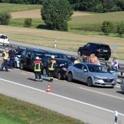 Auf der A7 hat sich auf Höhe des Parkplatzes Reudelberger Forst ein Unfall mit mehreren Fahrzeugen ereignet. Der Verkehr staut sich in Richtung Süden.