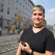 Mona Zimmermann ist Inhaberin des Friseursalons Artwork Hairdresser in der Maximilianstraße. Sie würde sich mehr statt weniger Parkplätze wünschen.