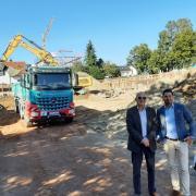 Alexander Semiduberky senior und junior führen die Firma SAS Bau Augsburg. Sie errichten an der Münchner Straße in Friedberg ein Wohn- und Geschäftshaus für einen Investor mit Firmensitz in Grünwald.