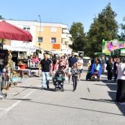 Ein Besucher-Magnet: Auf dem Schwabmünchner Festplatz gab es rund 55 Verkaufsbuden. Insgesamt kamen rund 15.000 Besucher zum Michaelimarkt.