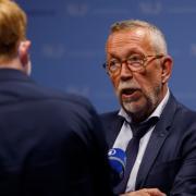 Karl-Heinz Brunner bei einem Interview während der Wahlparty im Landratsamt. Der SPD-Politiker aus Illertissen will sich nach dem Verlust seines Bundestagsmandats aus der Politik zurückziehen.