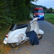 Ein schwerer Unfall hat sich am Sonntag am frühen Abend zwischen Pöttmes und Schorn ereignet. Ein Rollerfahrer stürzte alleinbeteiligt. Er erlitt lebensgefährliche Verletzungen, seine Mitfahrerin wurde mittelschwer verletzt.