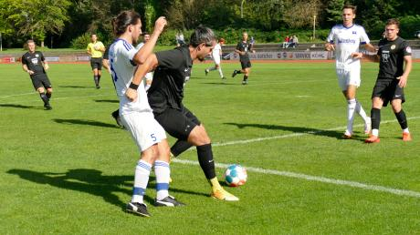 Der TSV Mindelheim (schwarze Trikots) verlor beim TSV Bobingen mit 0:3.