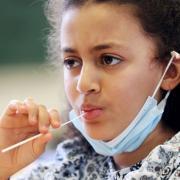 Der Freistaat hat Lollitests auch für Kindertagesstätten freigegeben. Rund 200 Kitas wollen künftig mit dieser Methode ihre Kinder testen.