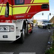 Auf dem Weg zu einem Einsatz in Söflingen wurde am Dienstagvormittag ein Fahrzeug der Ulmer Feuerwehr von einem Kleintransporter gerammt.