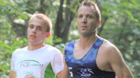 Tobias Ritter (links, hier zusammen mit Tobias Gröbl) wurde in Ulm Siebter im Halbmarathon.