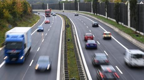 Fahrbahnerneuerung B2 zwischen Langweid und Biberbach: Die B2 ist wieder vierspurig befahrbar.