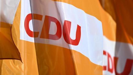 In der CDU müssen die Flaggen, was das Finanzielle angeht, noch nicht auf Halbmast gesetzt werden. Die Partei hat nach der Wahlschlappe weniger Geld zur Verfügung, müsste aber klarkommen.