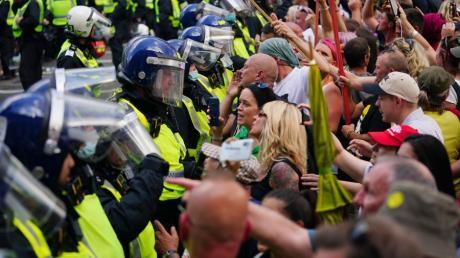Auch in Großbritannien haben die strengen Corona-Regeln zu Protesten geführt.