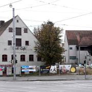 Das Areal rund um den ehemaligen Marstaller Hof soll neugestaltet werden. Der Eigentümer will das denkmalgeschützte Gebäude (links) erhalten, die anderen Komplexe sollen abgerissen werden.