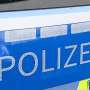 Ein 42-Jähriger hat in Derndorf die Kontrolle über einen Radlader verloren und ist unter anderem in einen Garten geschanzt.