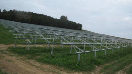 Der Solarpark, den die Energiebauern bei Raderstetten (Gemeinde Sielenbach) bauen: Für die Stromeinspeisung soll ein Umspannwerk gebaut werden.