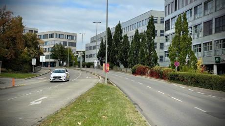 In der Münchner Straße in Ulm dürfte es künftig weniger Platz für Autos geben, statt dessen soll eine direkte Nord-Süd-Fahrradverbindung eingerichtet werden.