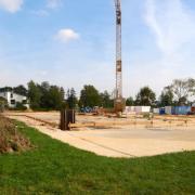 Ein bislang unbekannter Regenwasserkanal blockiert im Holzheimer Gewerbegebiet den Neubau eines Autohauses. Er soll deshalb verlegt werden.