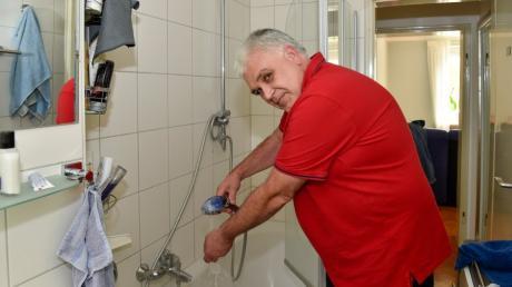 Klaus Förg aus Penzing kann nach acht Wochen endlich wieder warm duschen.