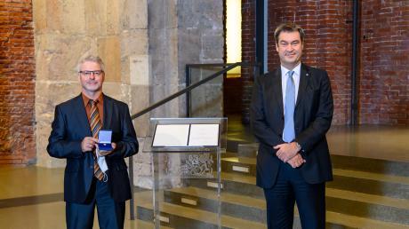 Michael Gil prägt seit Jahrzehnten das Warmisrieder Tischtennis. Für sein Engagement wurde er nun von Ministerpräsident Söder ausgezeichnet.
