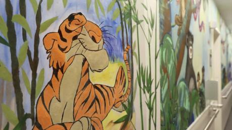 """Im Flur sollen die Charaktere des """"Dschungelbuches"""" den Betrachtern, ob Kindern, Eltern oder Personal, ein Lächeln ins Gesicht zaubern."""