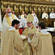 Frater Franziskus Schuler wurde von Bischof Bertram Meier zum Diakon geweiht. Schuler ist Mitglied im Orden der Prämonstratenser.