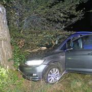 Ein 57 Jahre alter Autofahrer ist am Donnerstagabend nach einer Irrfahrt durchs Gelände zwischen Illertissen und Obenhausen gestorben.