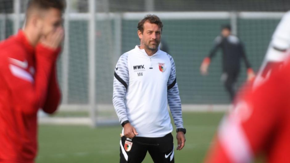 Volle Konzentration auf die Partie gegen Arminia Bielefeld: Trainer Markus Weinzierl und der FC Augsburg stehen vor einer bedeutsamen Partie.