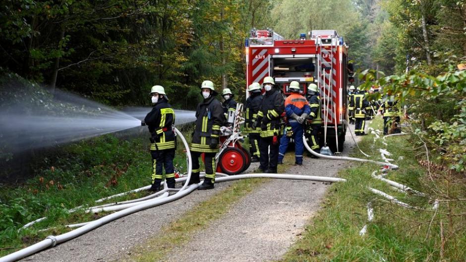 Bei der großen Waldbrandübung in Bergheim sind am Samstag rund 150 Rettungskräfte vieler Organisationen im Einsatz.