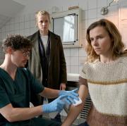 """Karin Gorniak (Karin Hanczweski) kommt in """"Unisichtbar"""" körperlich an ihre Grenzen: Szene aus dem Dresdner Tatort heute."""