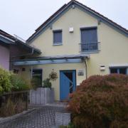 """Hier ist das Haus der Pflegefamilie in Eppisburg, wo  Shalomah Hennigfeld gelebt hat. Jetzt haben  offensichtlich die leiblichen Eltern von der Sekte """"Zwölf Stämme"""" das Mädchen abgeholt."""