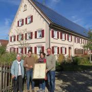 Die Familie feiert das 425-jährige Bestehen ihres Hofes in Attenhofen (von links): Großmutter Klothilde Hönle mit Josephine, Karin und Anton Glogger-Hönle.