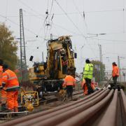 In Richtung Bopfingen werden am Montag die Gleise repariert. Der Zugverkehr nach Donauwörth ist teilweise wieder möglich.
