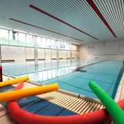 Dass Kinder schwimmen lernen, ist für viele Eltern im Landkreis Günzburg nach wie vor wichtig. Die Plätze in den Kursen sind gerade jetzt heiß begehrt – denn zuletzt mussten bedingt durch Corona einige Angebote ausfallen.
