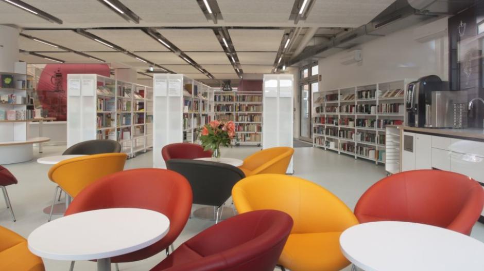 Die Stadtteilbücherei in Lechhausen ist aktuell geschlossen, weil das Personal im Gesundheitsamt helfen muss.