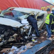 Auf der B16 bei Weichering hat sich ein schwerer Unfall ereignet.