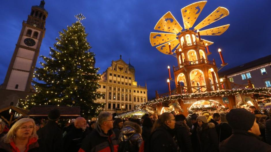 Die Engelespyramide kann in diesem Jahr wieder auf dem Rathausplatz stehen. Dennoch wird der Markt etwas anders aussehen.